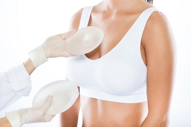 nên lựa chọn túi ngực phù hợp với cơ thể