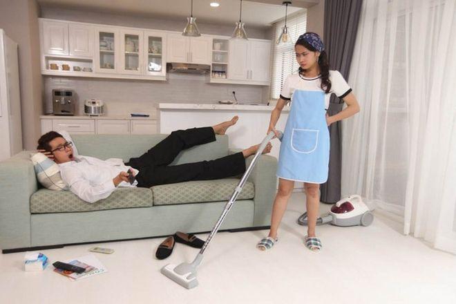 phụ nữ làm việc nhà