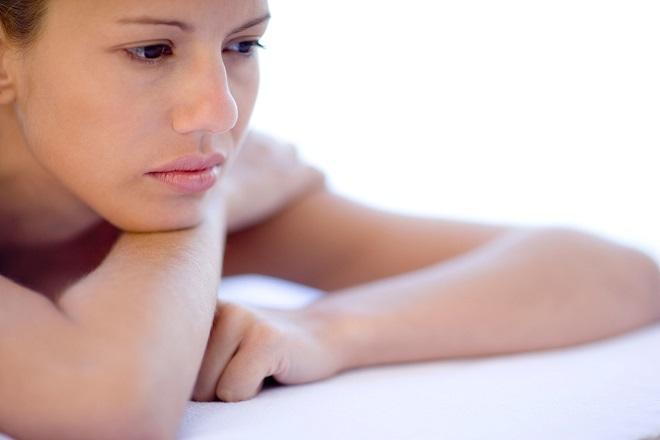 phụ nữ lo sợ bệnh giang mai có thuốc chữa không