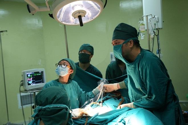 phương pháp mổ nội soi gỡ dính tử cung hiệu quả