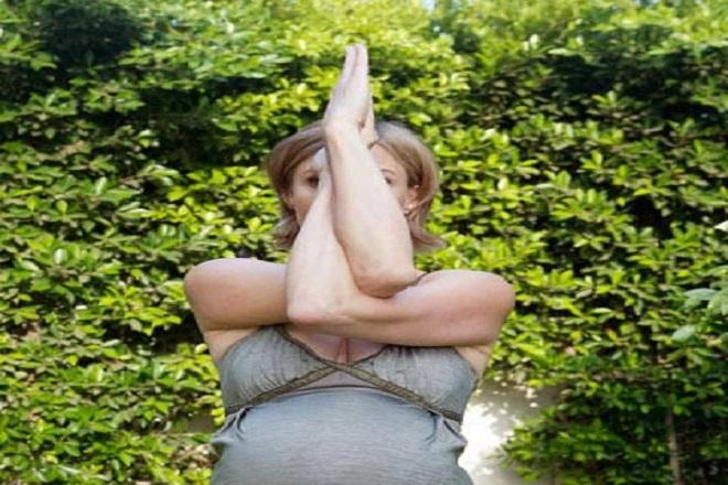 phương pháp tập yoga cho bà bầu với tư thế đại bàng