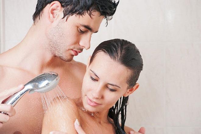 tắm cùng nhau