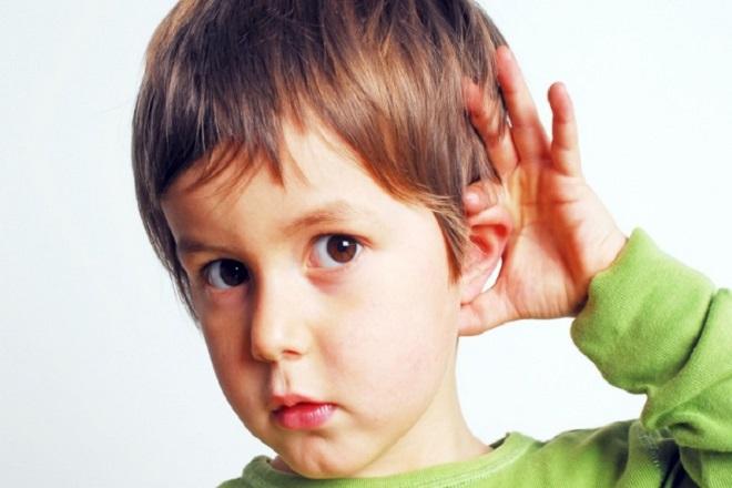 trẻ bị giảm thính lực khi bà bầu nghe nhạc quá to