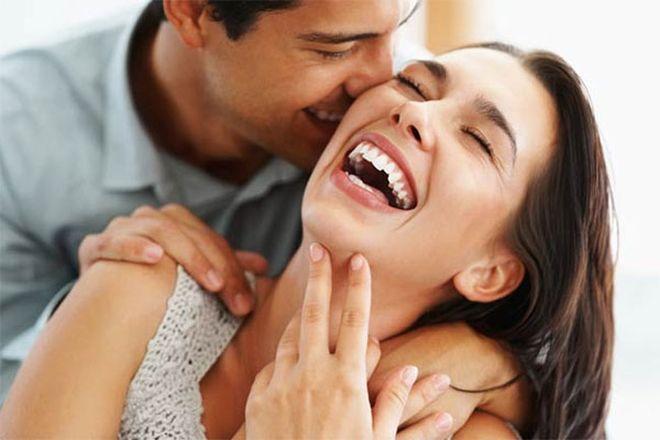 đàn ông hôn vợ trước khi đi làm