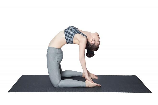 tư thế lạc đà trong yoga