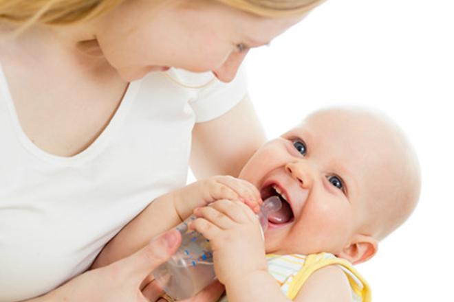 trẻ bị ho uống nước ấm