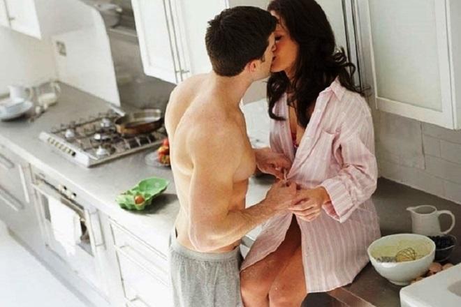 yêu nhau trong bếp