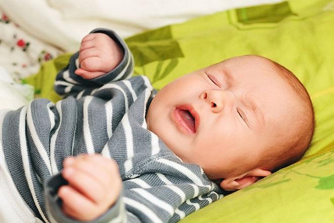 Môi trường và thời tiết không tốt dễ khiến bé 4 tháng bị sổ mũi
