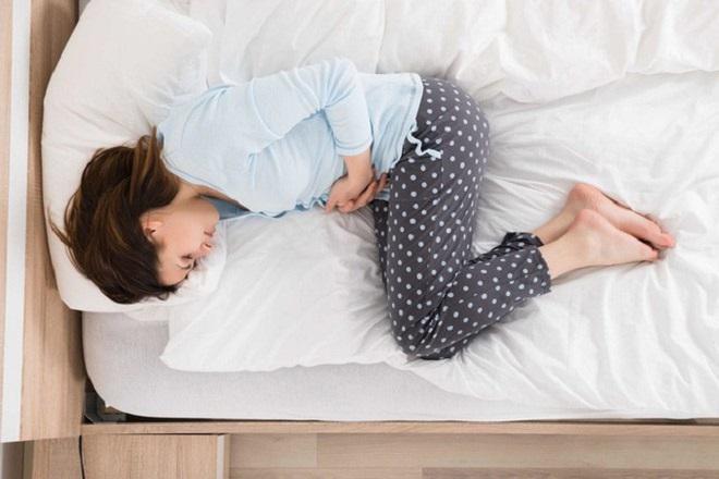 bị đau bụng thường xuyên sau khi đặt vòng tránh thai