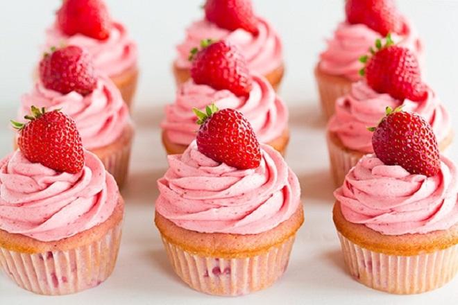cách làm cupcake dâu tây