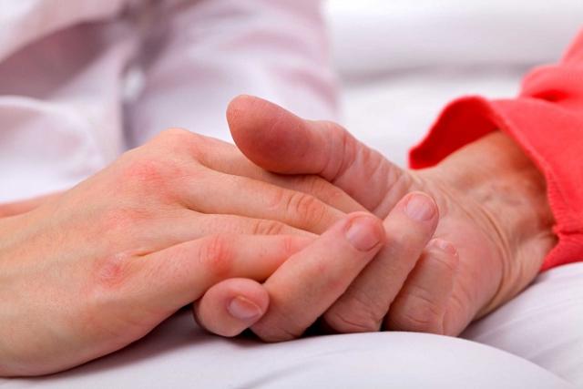 cái nắm tay an ủi