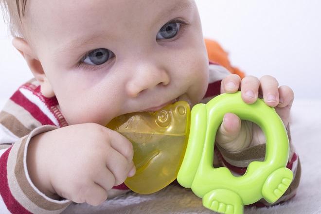 trẻ sơ sinh bị sốt mọc răng