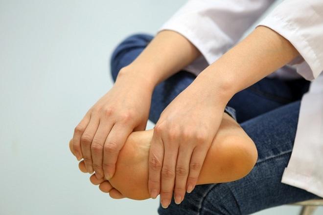 đau chân