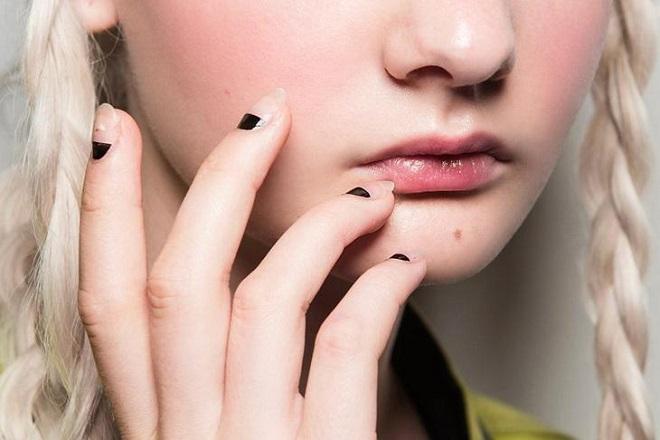 Các kiểu nail đơn giản