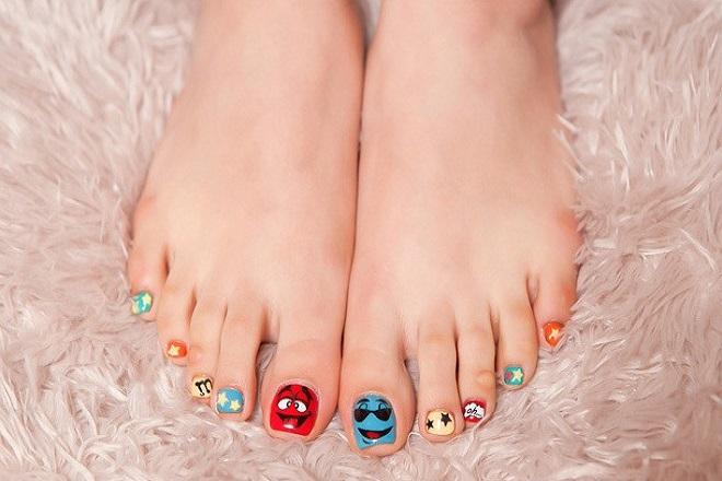Kiểu nail móng chân hoạt hình tinh nghịch