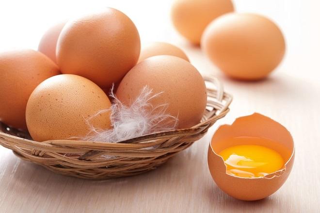 lòng đỏ trứng gà rất giàu chất sắt