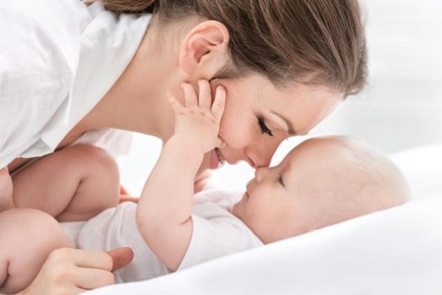mẹ cần giữ tinh thần lạc quan sau sinh để nhanh chóng phục hồi sức khỏe