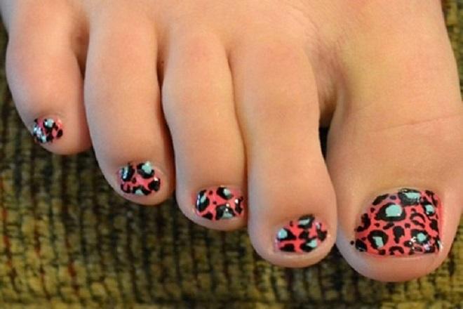Kiểu nail móng chân da báo