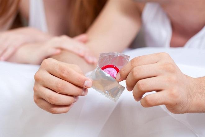 nên sử dụng bao cao su chất lượng để tránh những sự cố bất ngờ xảy ra khi quan hệ