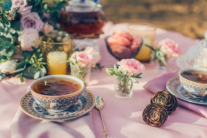 tách trà và hoa