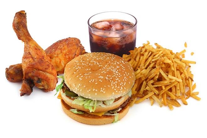 Nên tránh ăn thức ăn nhanh khi giảm cân bằng yến mạch