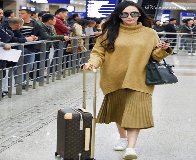 thời trang bà bầu sành điệu với áo len oversized+váy liền suông