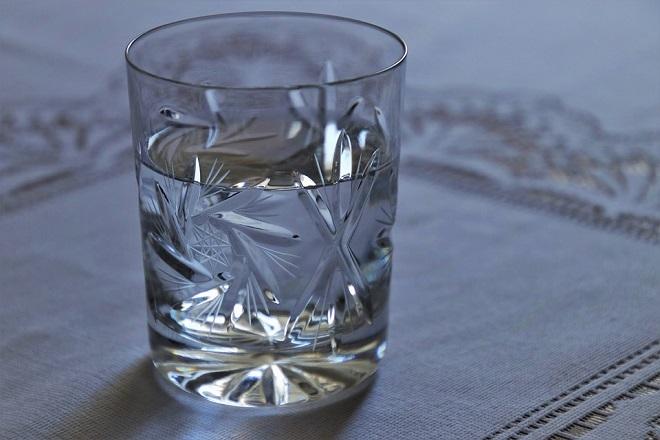 uống nước để thực hiện cách giảm cân 2 tuần