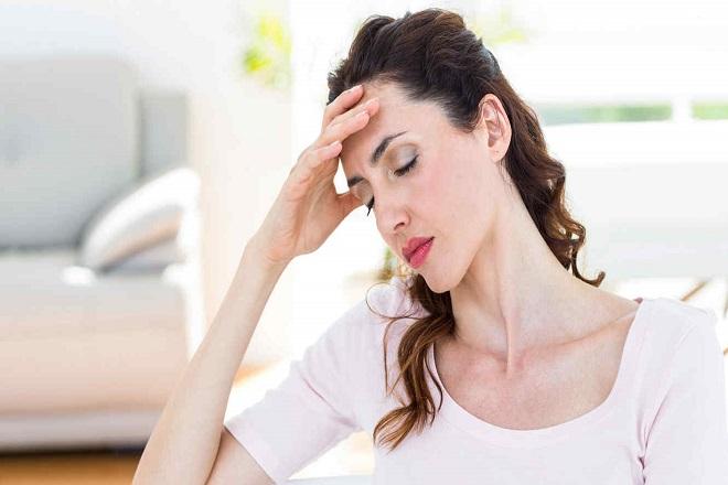 uống thuốc tránh thai sau sinh có thể gây đau đầu