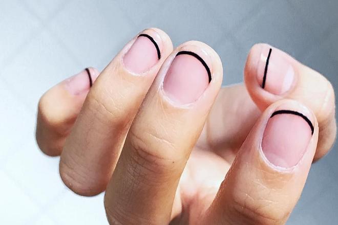 Kiểu vẽ nail kiểu Pháp vạch kẽ tối giản