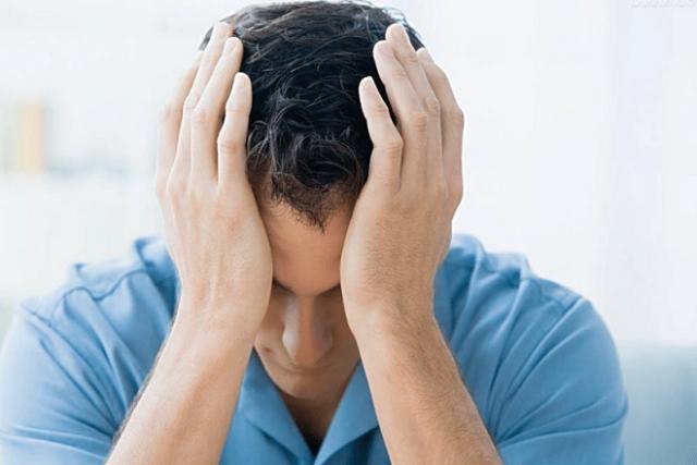 nam giới bị đau đầu