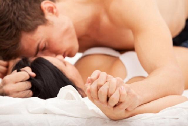 Vợ chồng chỉ nên quan hệ 1 lần trước ngày trứng rụng từ 3 - 4 ngày