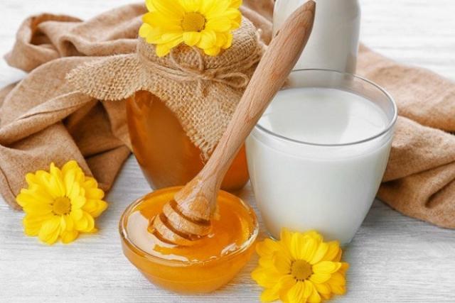 mật ong và sữa tươi