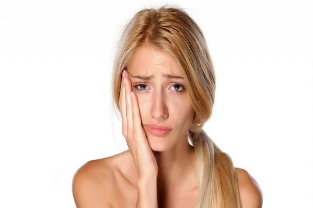 mẹ bị ê răng sau sinh do thiếu hụt canxi