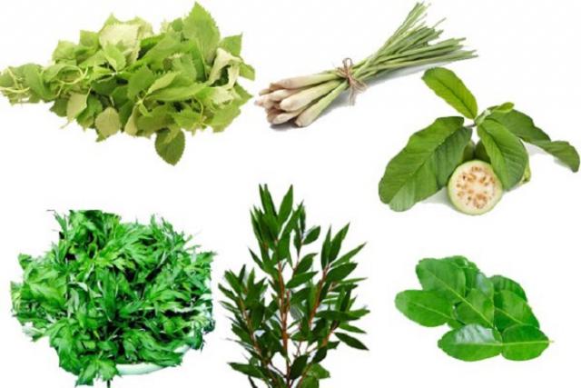 mẹ nên chuẩn bị những loại lá cây có giá trị dược tính để thêm vào nồi nước xông