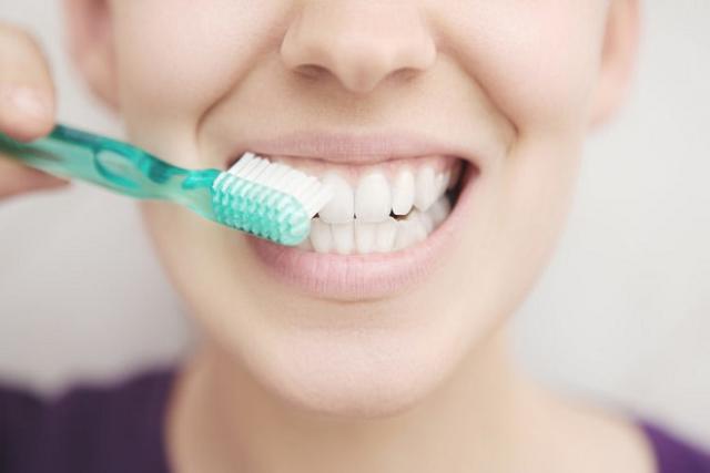 mẹ nên đánh răng sau sinh để bảo vệ sức khỏe răng miệng tốt nhất