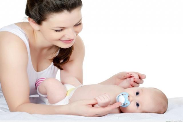 nên chăm sóc tốt cho mẹ và bé sau khi sinh