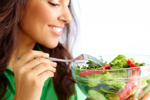 sau sinh có nên ăn rau cải