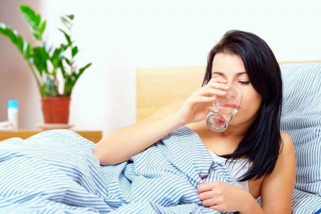sau sinh nên uống nước gì