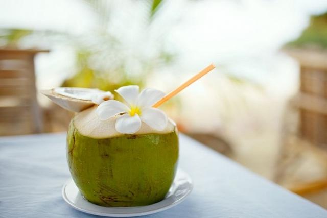 sau sinh uống nước dừa