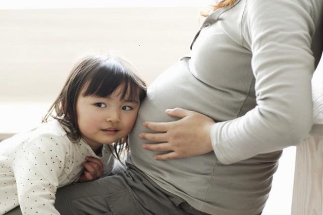 thai nhi chuyển động sớm trong bụng mẹ