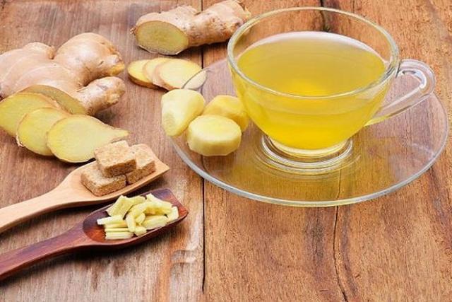 uống một tách trà gừng sau khi xông hơi sẽ giúp bổ sung nước rất tốt cho cơ thể