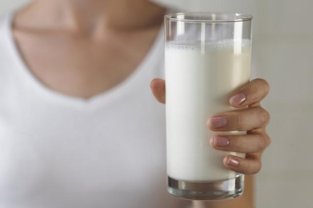 uống sữa nóng sau khi sinh là tốt nhất cho mẹ và bé