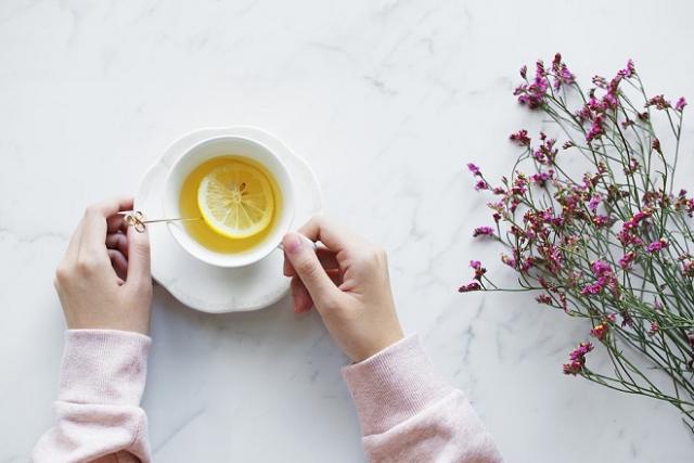 uống trà chanh