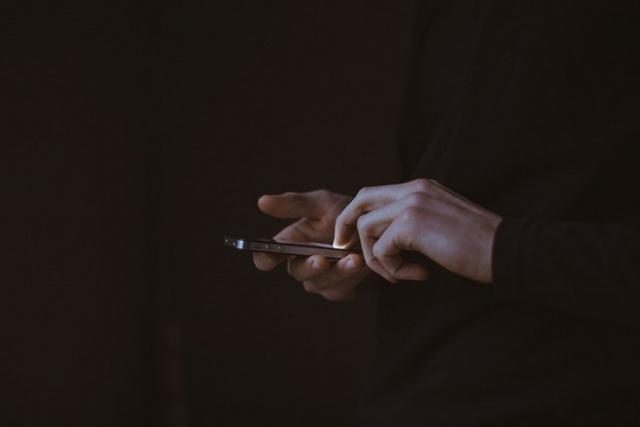 kiểm tra điện thoại