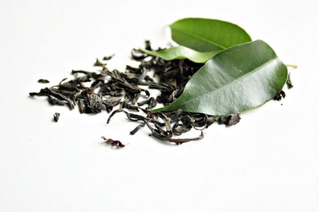 lá trà tươi và trà khô