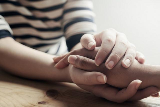 an ủi nhau