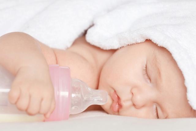 bé sơ sinh 2 tháng ngủ trưa