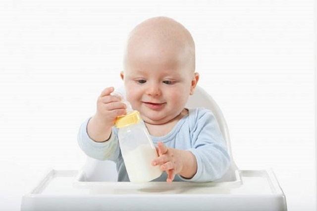 cách tập thói quen cho trẻ sơ sinh
