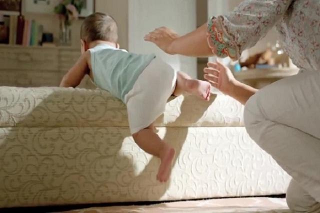 cha mẹ cần quan sát con để trẻ không bị ngã