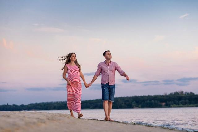 đi dạo cùng chồng